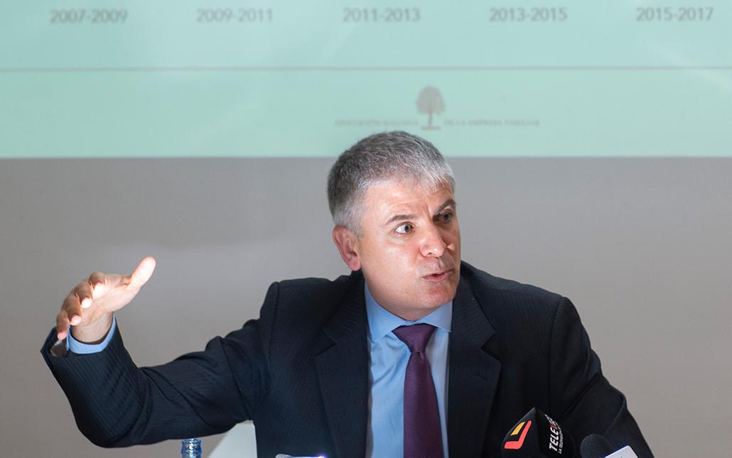 "Santiago Lago: ""A Real Academia de Ciencias Económicas ten un amplo abano de fins"""